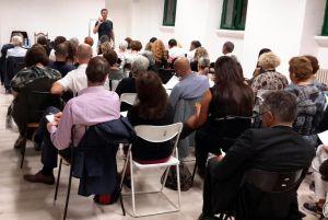 Mario Furlan durante un corso di motivazione e autostima a Milano